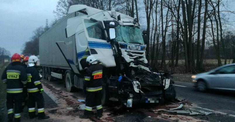 Uderzył ciężarówką w tył rębaka Kliknięcie w obrazek spowoduje wyświetlenie jego powiększenia