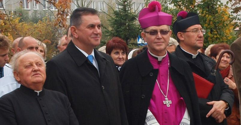 """Biskup przebywa w klasztorze. To decyzja """"kurio-zalna""""... Kliknięcie w obrazek spowoduje wyświetlenie jego powiększenia"""