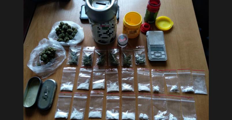 Handel narkotykami. Zatrzymano dwoje młodych mieszkańców Płońska Kliknięcie w obrazek spowoduje wyświetlenie jego powiększenia