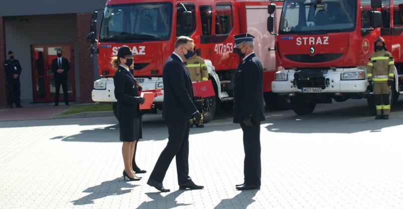 """Z """"wielką pompą"""" – prezydencka wizyta podczas przekazania sprzętu strażakom Kliknięcie w obrazek spowoduje wyświetlenie jego powiększenia"""