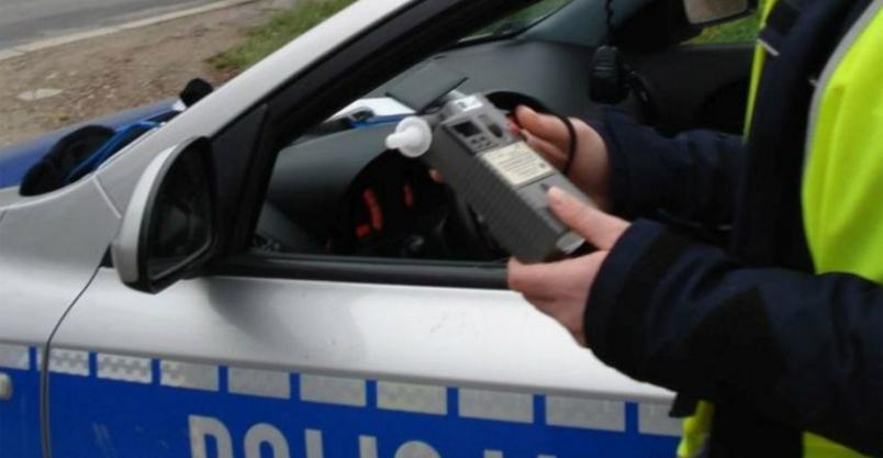 Ujęcie obywatelskie - ponad 3 promile, brak prawa jazdy i badania technicznego  Kliknięcie w obrazek spowoduje wyświetlenie jego powiększenia